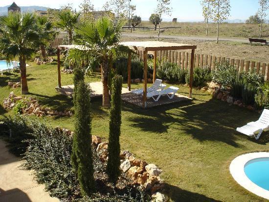 L'Escala Resort: Jardín