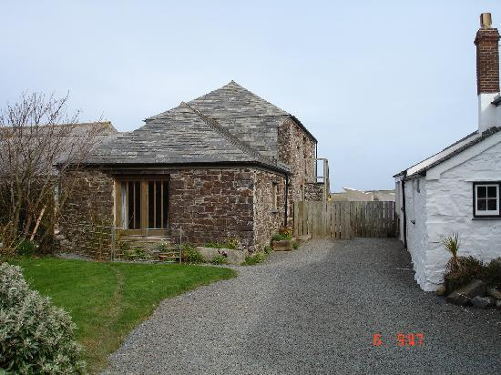 Lower Tresmorn Farm : on the left: the guest house