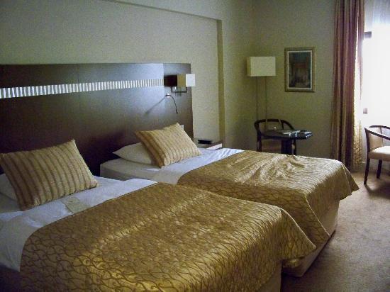 Almira Hotel : The bedroom