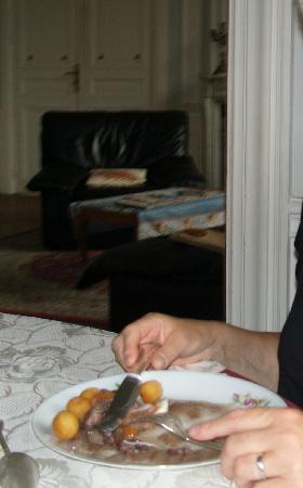 Chateau le Corvier : repas  : pommes noisettes avec blanc de poulet