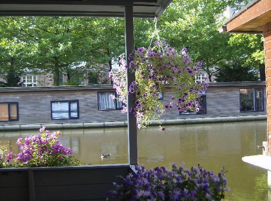 PhilDutch Amsterdam Bed and Breakfast: La vue depuis la terrasse