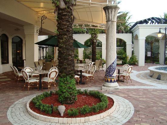 Homewood Suites By Hilton Palm Beach Gardens: Shops Next Door