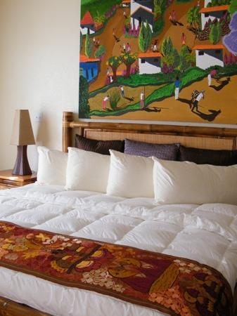 Grand Caribe Belize Resort and Condominiums: large comfy bed