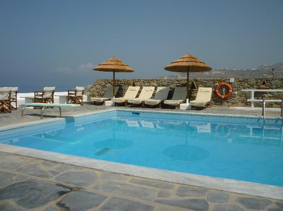 Hotel Tagoo pool