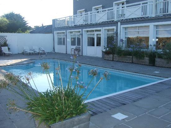 Hotel Restaurant des Isles: la piscine