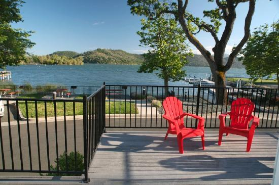 Clear Lake Cottages & Marina: Lakefront Cottages Available