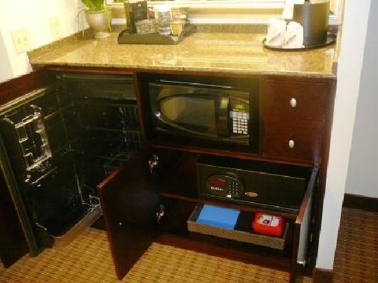 Viscount Suite Hotel: Premier Guest Suite - Refrig/Micro/Safe