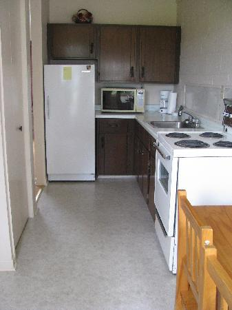 New London Bay Motel: kitchen