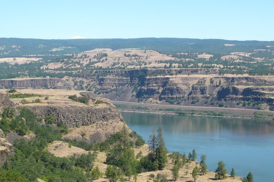 Mosier, OR: Columbia River near Memaloose SP