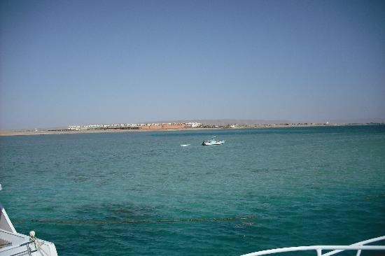 Magawish Village & Resort : View of Red Sea from the boat