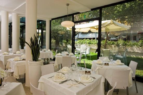 Ferretti Beach Hotel : sala ristorante
