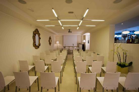 Ferretti Beach Hotel : saletta meeting