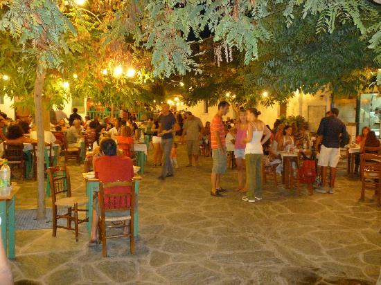 Anemi Hotel: Bustling Hora at night