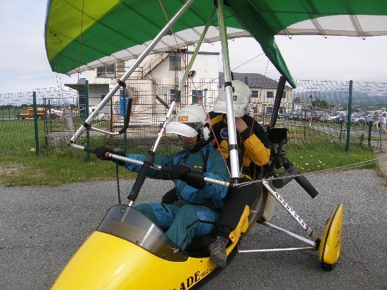 Plas Dinas Country House: Tried a microlight flight at tiny Caernarfon airport