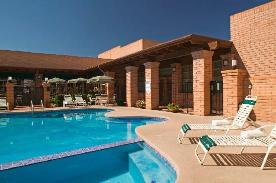 Sierra Suites: Inviting outdoor heated pool