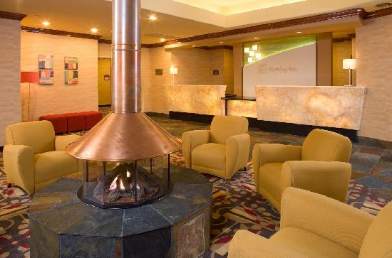 Holiday Inn Denver Lakewood: Lobby with inviting brass fireplace