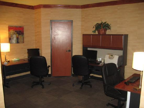 Holiday Inn Denver Lakewood: New Spacious Business Center - Free wifi