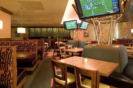 Holiday Inn Denver Lakewood: Sporting News Grill Restaurant