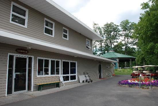 Thunderhart Golf Course at Sunny Hill: Clubhouse