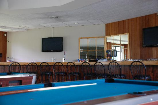 Thunderhart Golf Course at Sunny Hill: Fireside Lounge & Bar