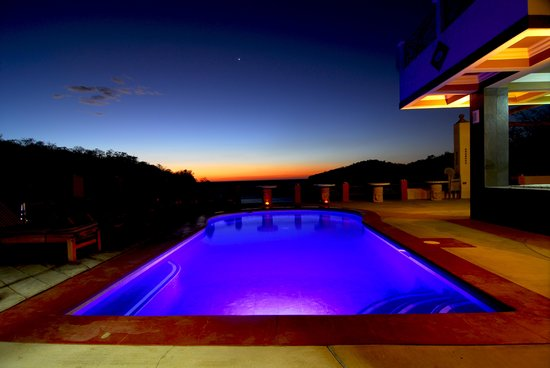 Casa Del Soul: Pool at night