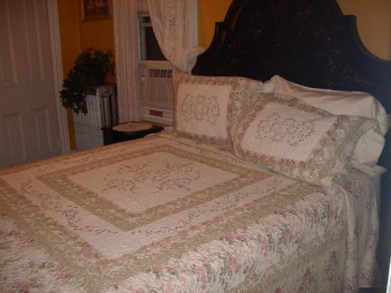 Jim Thorpe, PA: Bed in the Angel Suite