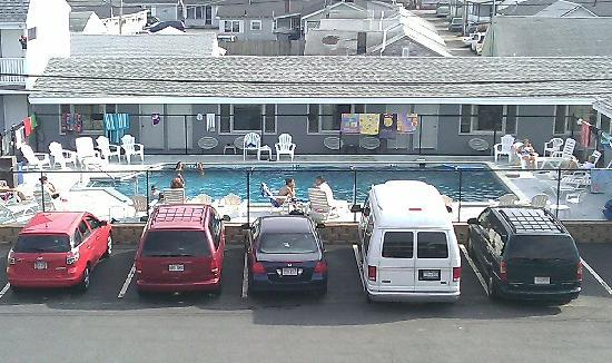 Marguerite Motel: Pool view from Sunnyside Room