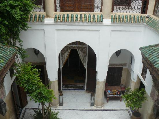 Riad Safar : LOOKING DOWN AT THE COURTYARD FROM OUR ROOM