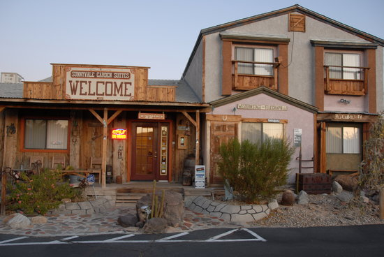 Sunnyvale Garden Suites Hotel - Joshua Tree National Park: Front of Hotel