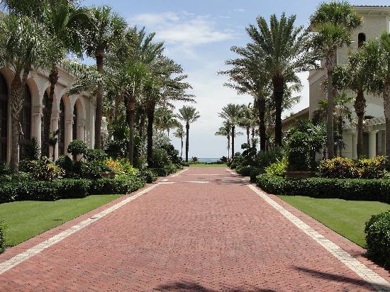 The Breakers: Walk way to the beach and pools