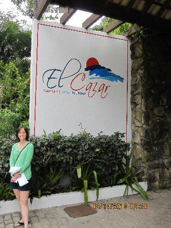 Hotel El Cazar: In front of the hotel