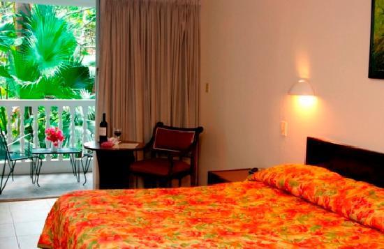 Le Plaza Hotel: Room