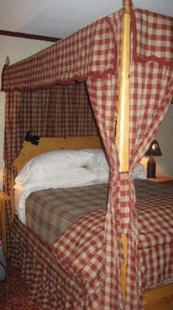 Timbercliffe Cottage Bed & Breakfast Inn: Goodman Jesse Thomas Room