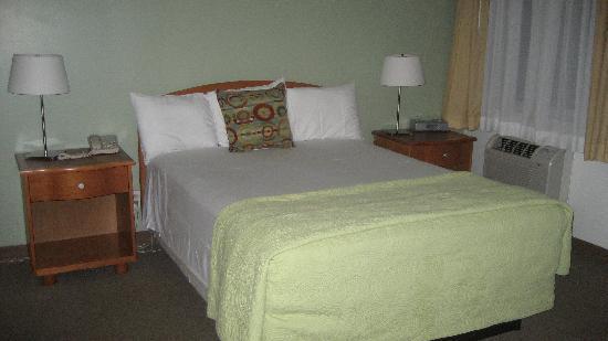 Crosswinds Motel: Room 306