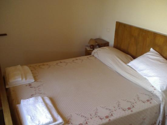 Country House Ca' Vernaccia: The bed.