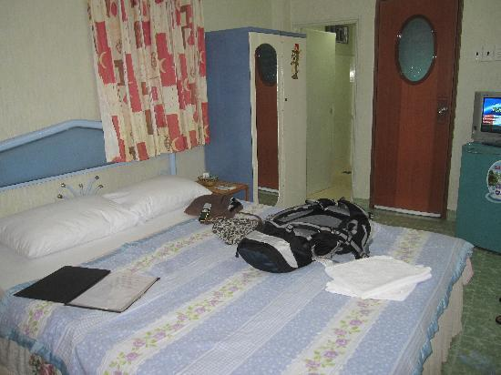 Long Hostel: my room in Long Guesthouse