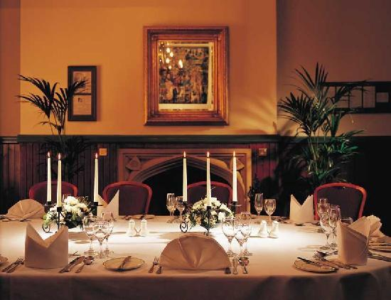 The Stirling Highland Hotel: Fine Dining in the English Room