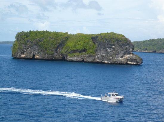 """Neiafu, Tonga: Inseln """"wie Pilze"""" bei der Einfahrt in die Faihava Passage"""