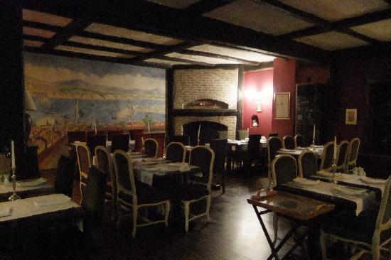 Manici Kasri: Indoor restaurant