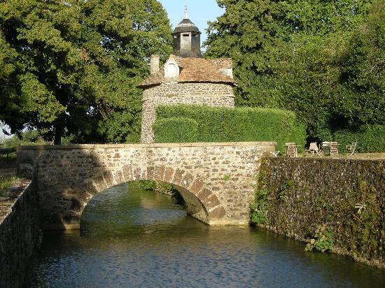 Chateau d'Eporce - moat