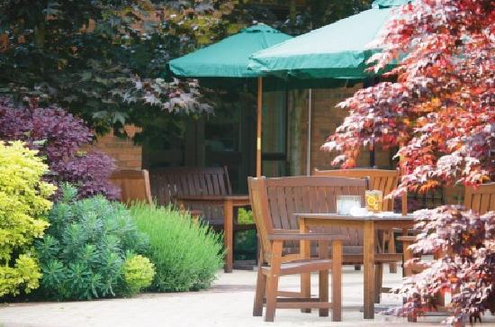 DoubleTree by Hilton Hotel Sheffield Park: Outdoor Patio Area