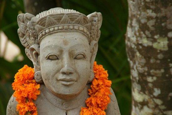 Novotel Bali Benoa: déco dans les allées de l'hôtel (fleuri chaque jour)