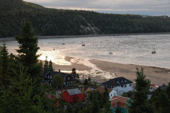 Auberge la Sainte Paix : baie de tadoussac au petit matin