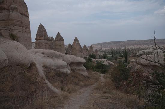 Tourist Hotel & Resort Cappadocia: Direkt hinter dem Hotel liegt ein Tal mit Feenkaminen