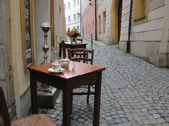 Passau, Deutschland: cup of coffee in a narrow street