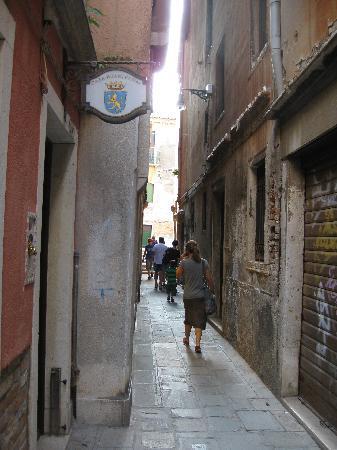 Casa Pisani Canal: Entrée de l'hotel .. discret!