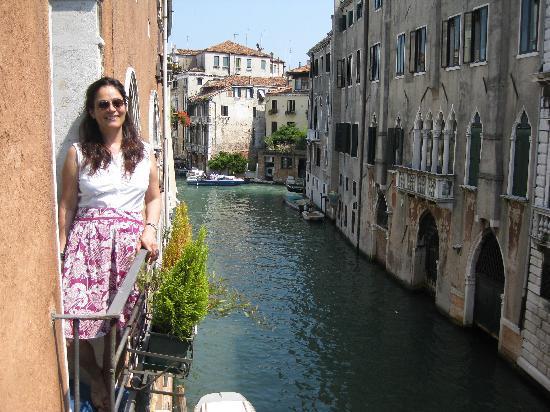 Casa Pisani Canal: Vue du 1 ier balcon de la chambre.