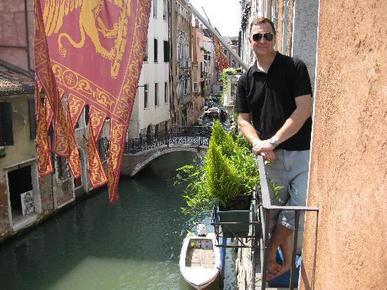 Casa Pisani Canal: Vue du 2 ieme balcon de la chambre.