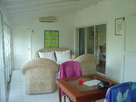 Hotel Manapany Cottages & Spa: Salon attenant à la chambre