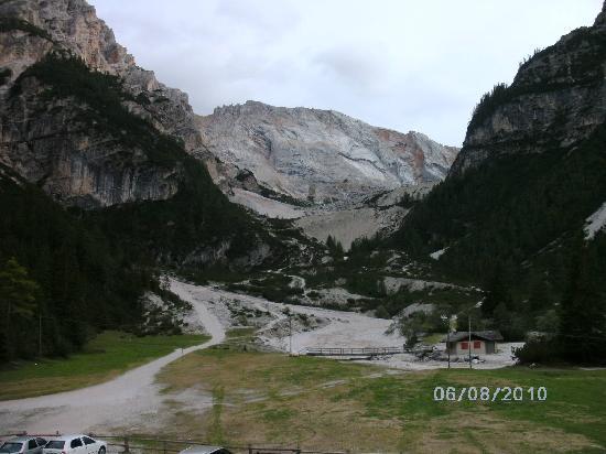 Albergo e Rifugio Pederu: view south from Berggasthof